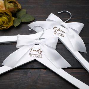 Cintre blanc mariage à personnaliser