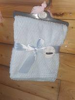Couverture gaufrée Rose ou bleu pour bébé – Broderie du prénom